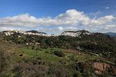 Andalusiska vita tvättas byn gaucin, spanien — Stockfoto