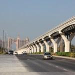 Главная дорога на острове Пальма Джумейра, Дубай, Объединенные Арабские Эмираты — Стоковое фото