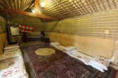 Insidan av en traditionell beduintält i abu dhabi, förenade arabemiraten — Stockfoto