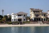 Luxury waterfront buildings at the Palm Jumeirah, Dubai, United Arab Emirates — Stock Photo