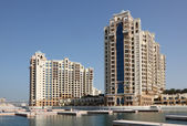 Highrise residential buildings on Palm Jumeirah, Dubai, United Arab Emirates — Stock Photo