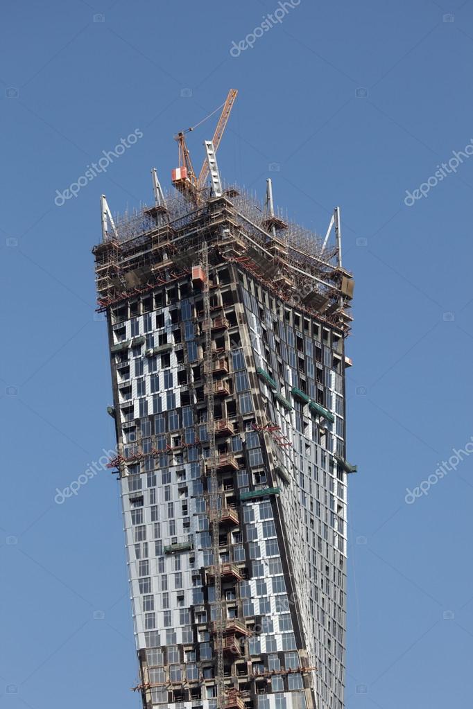 Infini tour gratte ciel en construction marina de duba mirats arabes unis - Construction gratte ciel ...