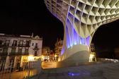 Metropol Parasol illuminated at night. Metropol Parasol is a wooden structure designed by the Architect Jurgen Mayer-Hermann and complited in April 2011. It is located in La Encamacion square in Sevi — Stock Photo