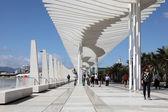 Promenade met een pergola in muelle uno in de haven van malaga, Andalusie Spanje — Stockfoto