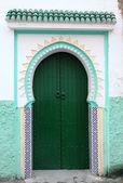 Green door in the medina of Tangier, Morocco — Stock Photo
