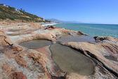 Punta chullera plajı'nda taşlar. costa del sol, endülüs, i̇spanya — Stok fotoğraf