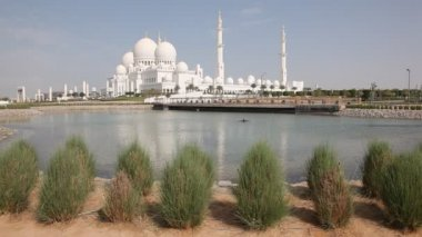 Sheikh Zayed Grand Mosque in Abu Dhabi — Stock Video