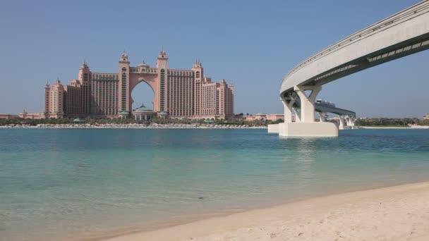 Atlantis, el hotel palm en el palm jumeirah, dubai — Vídeo de stock