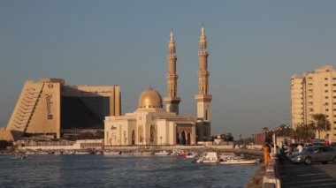 Mosque at Sharjah Creek — Stock Video