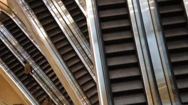在一个购物商场自动扶梯 — 图库视频影像