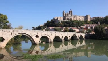 Medieval bridge in Beziers, France — Stock Video