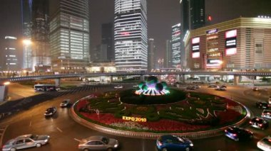 Oriental Pearl Tower roundabout in Shanghai — Stockvideo