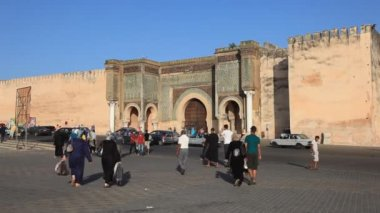 Bab El-Mansour gate in Meknes, Morocco — Stock Video