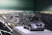 International Motor Show in Frankfurt, Germany. New BMW X5 suv at the 65th IAA in Frankfurt, Germany on September 17, 2013 — Stock Photo