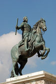 Statue of Felipe IV at the plaza de Oriente in Madrid, Spain — Stock fotografie