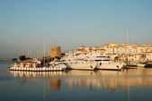 Luxury yacht in the harbor of Marbella, Spain — Stockfoto