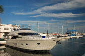 Luxury yacht in the harbor of Marbella, Spain — Zdjęcie stockowe