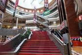 Super merk shopping mall in pudong, shanghai, china — Stockfoto