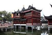 Pavillon chinois traditionnel dans les jardins yuyuan, changhaï, chine — Photo