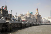 Promenade at the Bund and river Huangpu in Shanghai, China — Stock Photo