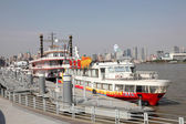 Huangpu river cruising ships in Shanghai, China — Stock Photo
