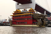 Dragon ship restaurant on Huangpu river in Shanghai, China — Stock Photo