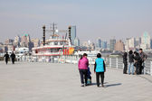 Promenade at the Huangpu river in Shanghai, China — Stock Photo