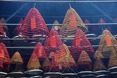 Spirali di incenso nel tempio buddista di hong kong — Foto Stock