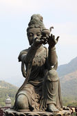Buddhistic statue making offerings to the Tian Tan Buddha in Hong Kong — Foto de Stock