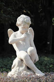 Statue of a winged angel — Stock Photo