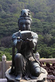 Buddhistic statue making offerings to the Tian Tan Buddha in Hong Kong — Photo