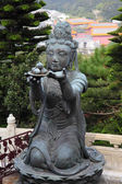 Buddhistic statue making offerings to the Tian Tan Buddha in Hong Kong — 图库照片