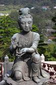 Buddhistic statue making offerings to the Tian Tan Buddha in Hong Kong — Zdjęcie stockowe