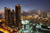 ドバイ ダウンタウン夕暮れ時に点灯します。アラブ首長国連邦 — ストック写真