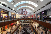 Interior do centro comercial de dubai, nos emirados árabes unidos — Fotografia Stock
