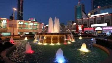 Fountain illuminated at night in Manama, Bahrain — Stock video