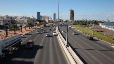 Ruch w abu dhabi, zjednoczone emiraty arabskie — Wideo stockowe