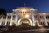 Bab El-Bahrain Souk Gate illuminated at night. Manama, Bahrain, Muddle East — Stock Photo