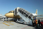 Gulf Air aircraft boarding. Manama, Kingdom of Bahrain — Zdjęcie stockowe