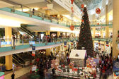 Interior of the Abu Dhabi Mall during Christmas time. Abu Dhabi, United Arab Emirates — Stock Photo