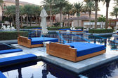 Pool with sunloungers in a lusury resort hotel. Dubai, United Arab Emirates — Stock Photo