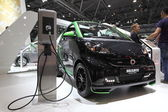 LEIPZIG, GERMANY - JUNE 1: New Smart Brabus electric drive at the AMI - Auto Mobile International Trade Fair on June 1st, 2014 in Leipzig, Saxony, Germany — Fotografia Stock