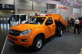 LEIPZIG, GERMANY - JUNE 1: ISUZU D-MAX Dump Truck at the AMI - Auto Mobile International Trade Fair on June 1st, 2014 in Leipzig, Saxony, Germany — Foto Stock