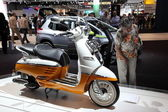 LEIPZIG, GERMANY - JUNE 1: Peugeot Viango Motor Scooter at the AMI - Auto Mobile International Trade Fair on June 1st, 2014 in Leipzig, Saxony, Germany — Foto Stock
