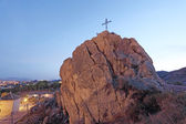 Christian cross on top of a rock in Lorca, province of Murcia, Spain — Stock fotografie