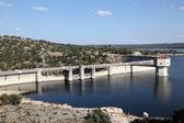 Diga a fiume adaja vicino avila, provincia castilla y leon, spagna — Foto Stock