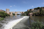 River Tagus and the historic San Martin Bridge in Toledo, Spain — Stock Photo