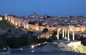 Medieval city of Avila illuminated at dusk. Castile and Leon, Spain — Stock Photo