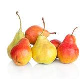 Frutos maduros vermelho-amarelo pêra isolados no fundo branco — Foto Stock