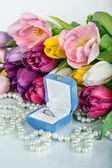 Bouquet of beautiful tulips flowers and wedding ring with diamond — Stok fotoğraf
